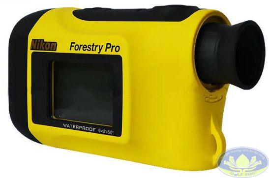 Ống nhòm đo khoảng cách Forestry Pro nhỏ gọn, dễ mang theo.