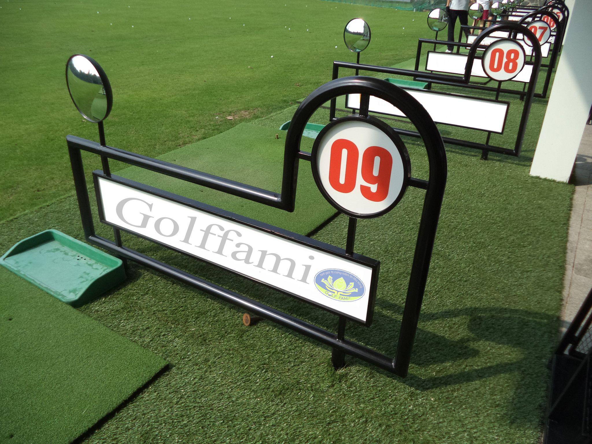 Vách ngân sân tập golf sắt có gương