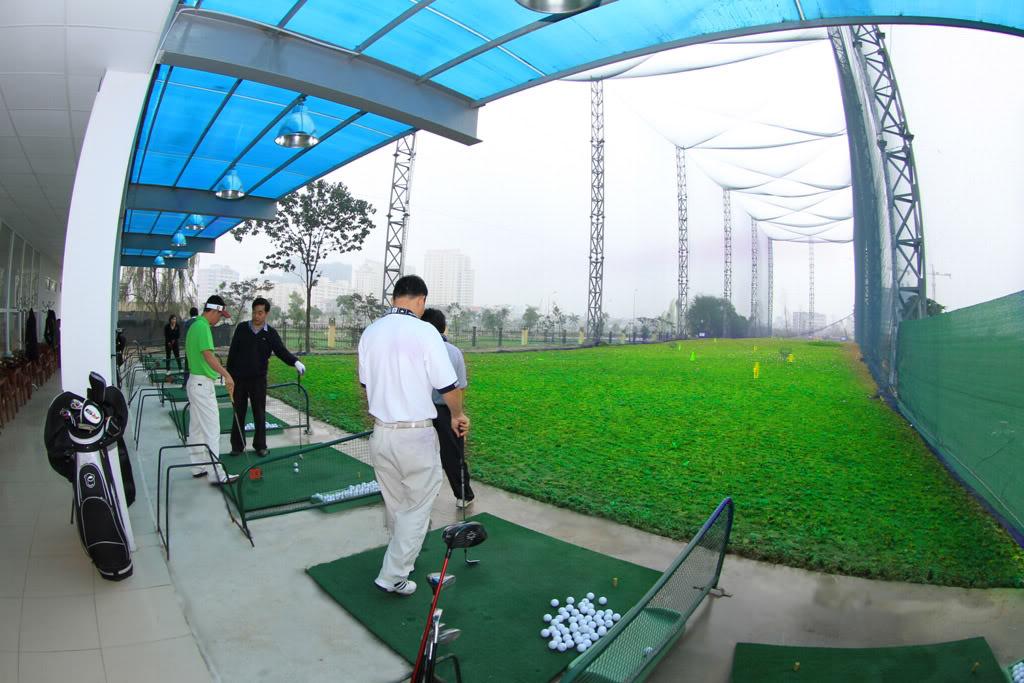 Khu vực phát bóng tại sân tập Golf Park Lane