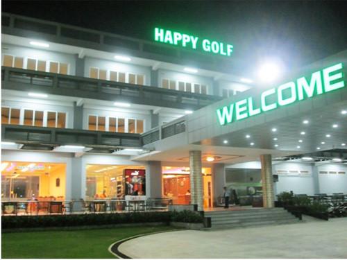 Sân tập Golf happy rực rỡ buổi tối