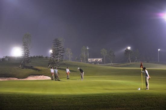 Buổi tối ở sân tập Golf GB Driving Range
