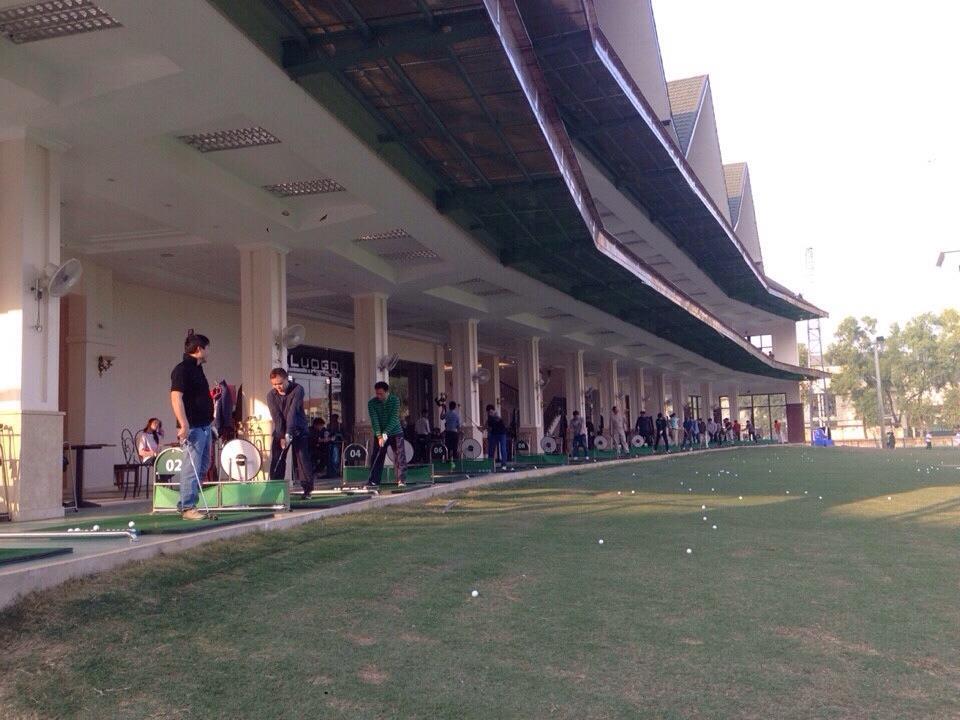 Khu vực tập luyện tại sân tập Golf Mipec