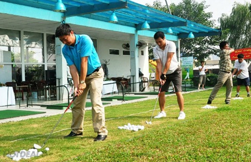 Tập luyện tại sân tập Golf Park Lane