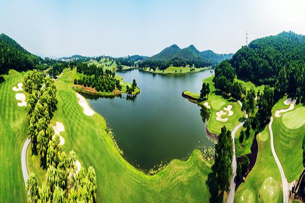 Hồ nước đẹp ở sân golf Chí Linh star