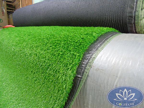 Cỏ nhân tạo sân vườn Gomic81 nguyên cuộn
