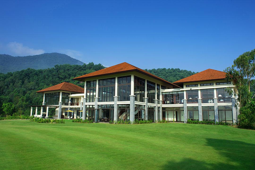 Tòa nhà chính tại sân golf Laguna Lăng Cô