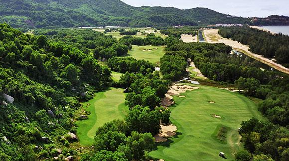 Toàn cảnh sân golf Laguna Lăng Cô