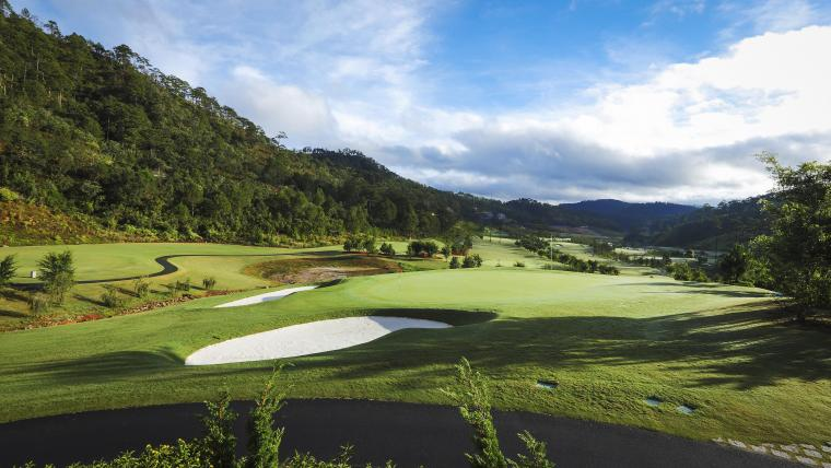 Sân golf Sacom Tuyền Lâm thơ mộng