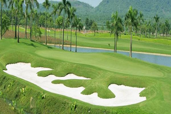 Quang cảnh sân golf Tràng An