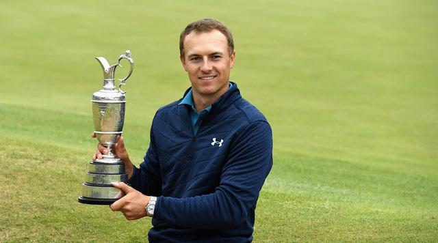 Jordan Spieth cầm cup vô địch