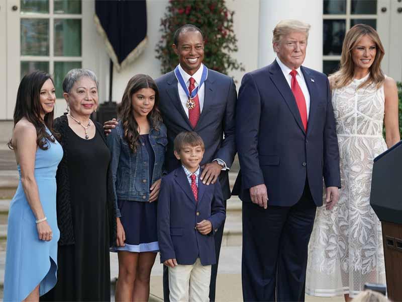 Gia đình Tiger Woods chụp ảnh kỷ niệm cùng vợ chồng tổng thống
