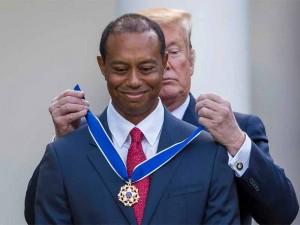 Tổng thống mỹ trao huân chương tự do cho Tiger Woods
