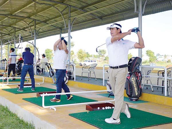 tự học đánh golf